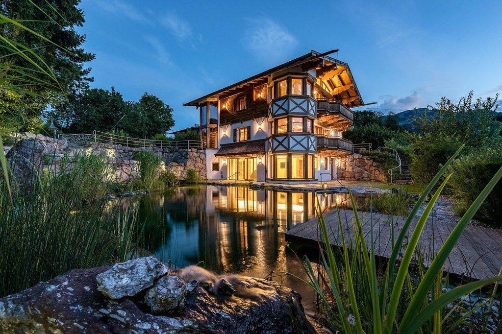 Berghütte Österreich Architektur Weiher Wasser Beleuchtung