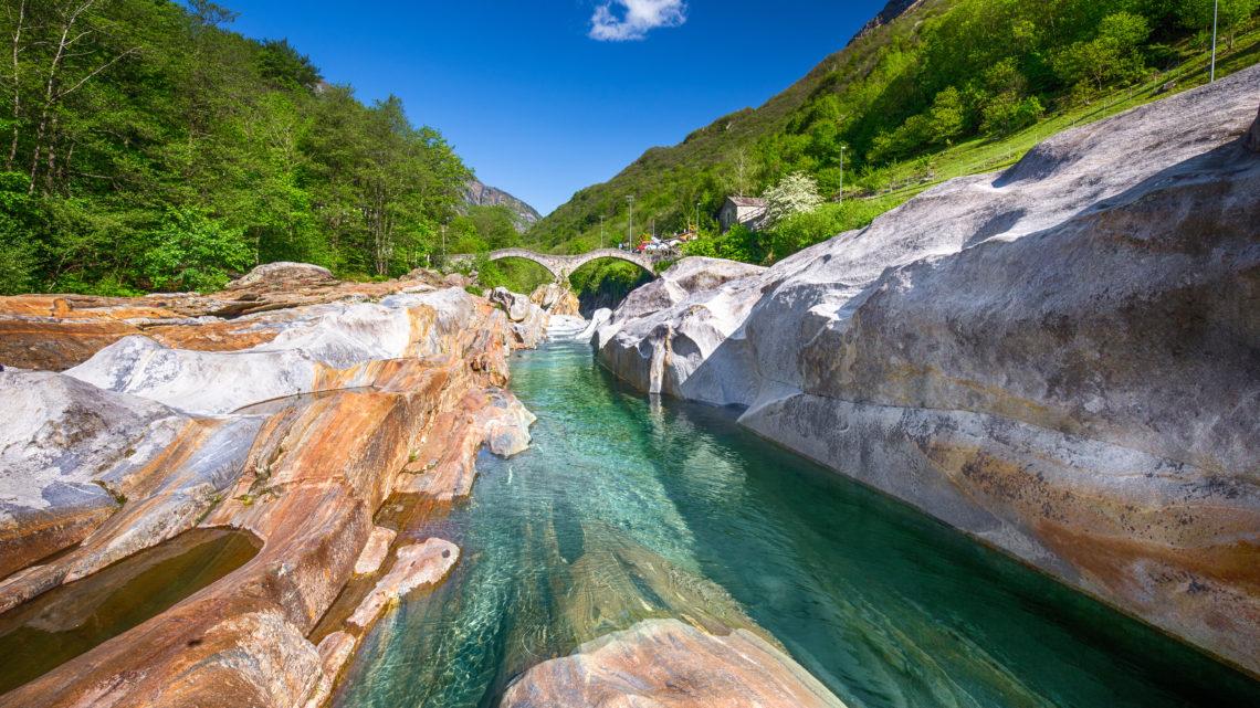 Schweiz Tourismus Tessin Verzasca Tal Ferien in der Schweiz