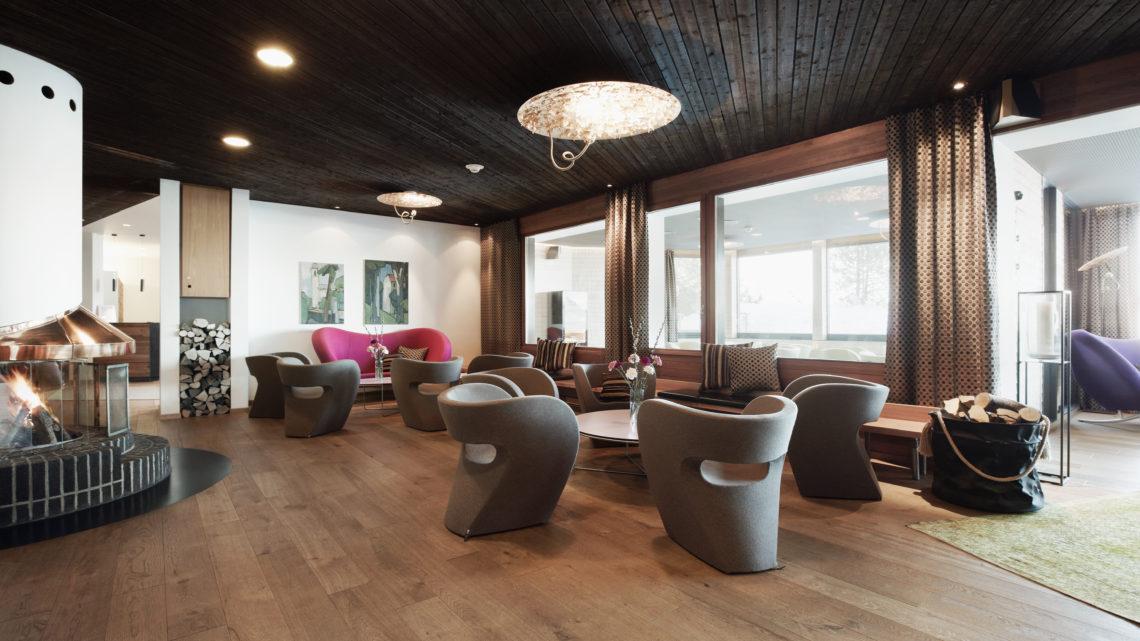 Stoos Wellnesshotel Bergdorf Stoos steilste Standseilbahn der Welt Lobby Hotel Stoos
