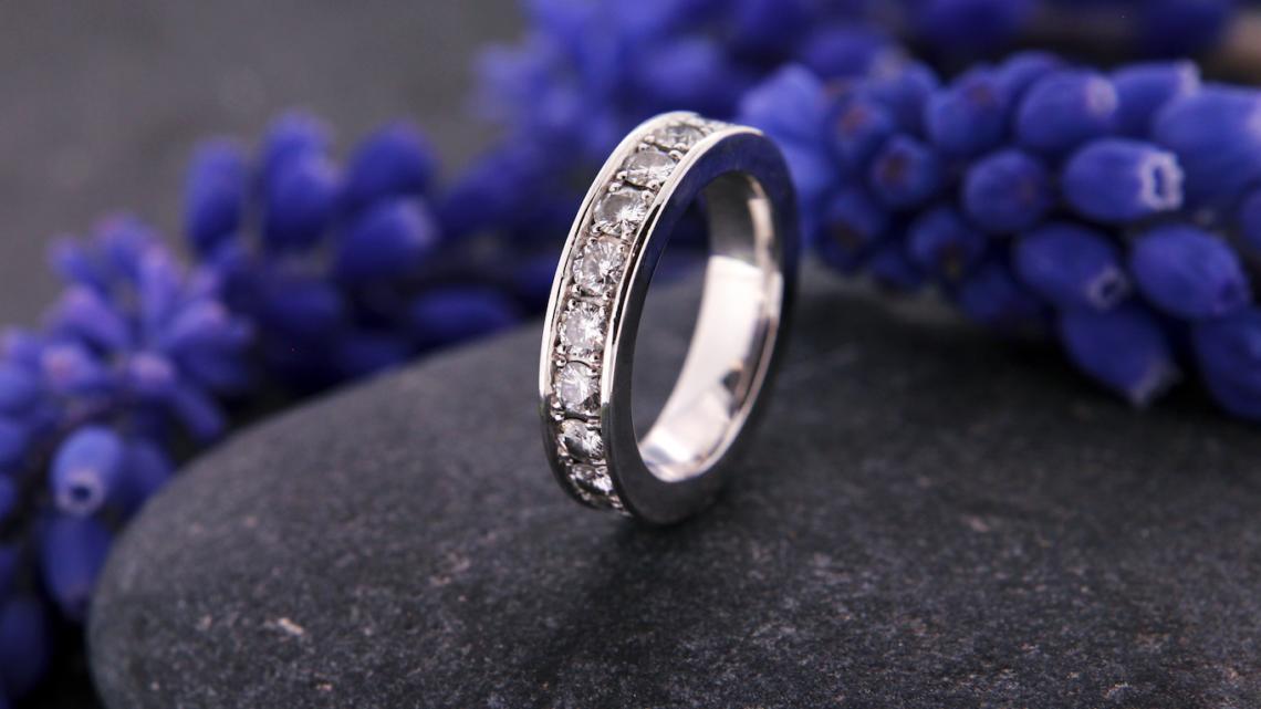 Traumschmuck Weissgold Diamant Memoire Ring 02