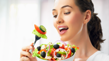 123RF Ernährung TIpps Frau gesundes Essen