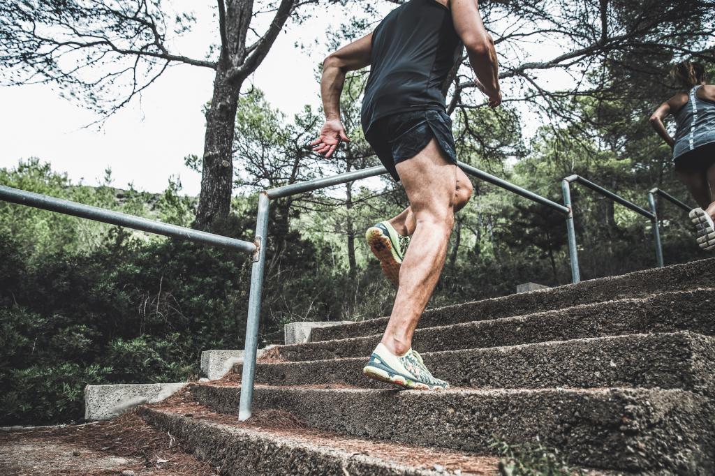 top hill retreats wow! worldofwellness mann joggen