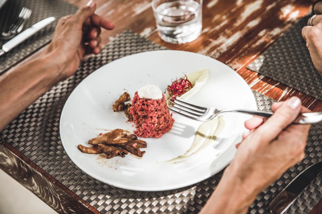 top hill retreats wow! worldofwellness restaurant