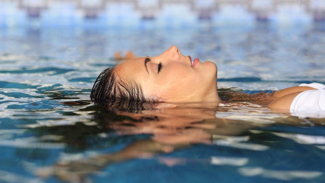 Frau Wellness Pool Bad Entspannen Relaxen