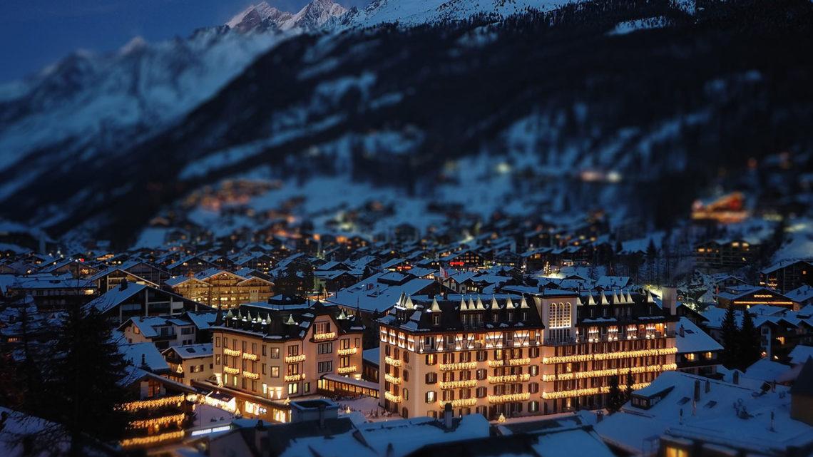 Mont Cervin Palace Umbau Zermatt Winter Verschneit