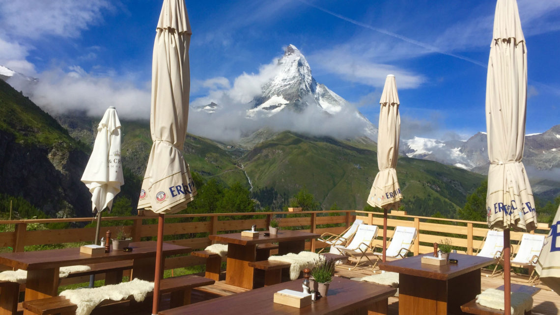 Zermatt Restaurant Terrasse Berge Wandern Spass Ski