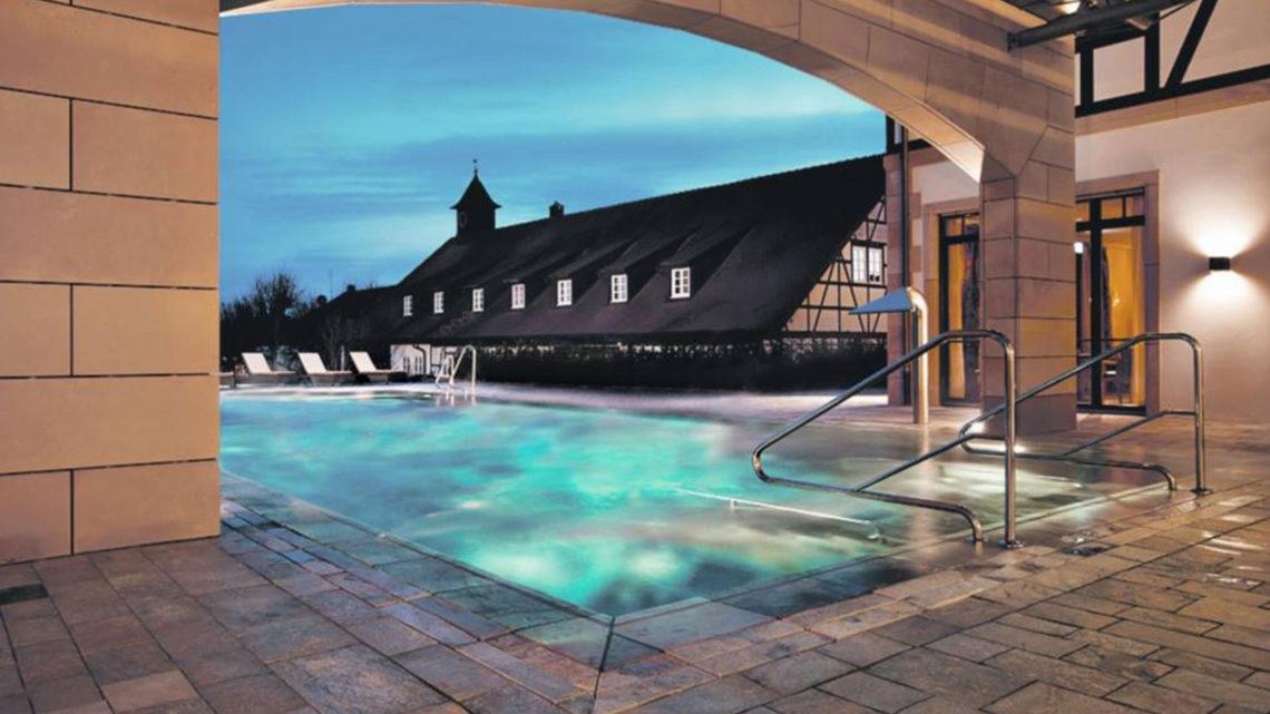 Wald und Schlosshotel Friedrichsruhe Aussenpool Spa Wellness