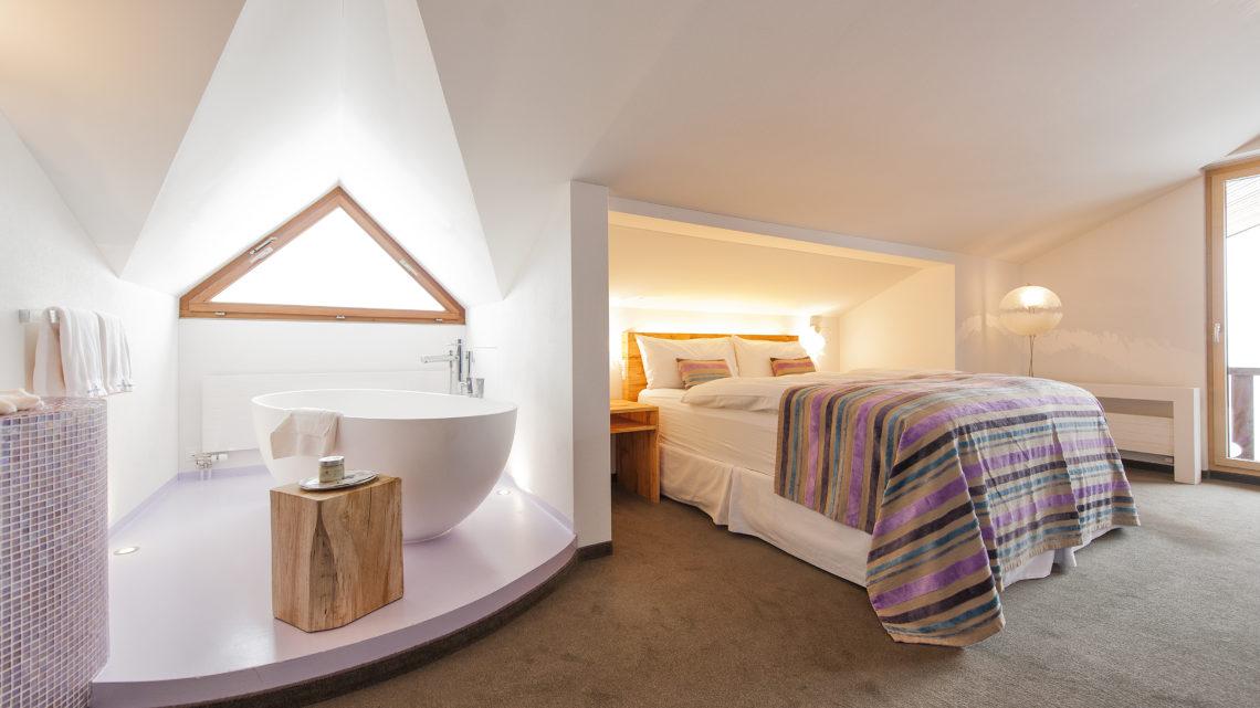 Stoos Wellnesshotel Bergdorf Stoos steilste Standseilbahn der Welt Junior Suite Hotel Stoos