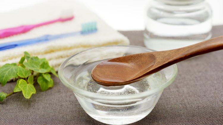 Ölziehen Kokosnussöl Mundhygiene 123 RF