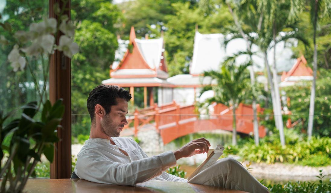 Chiva Som Gesundheitsresort Massage Mann Entspannung
