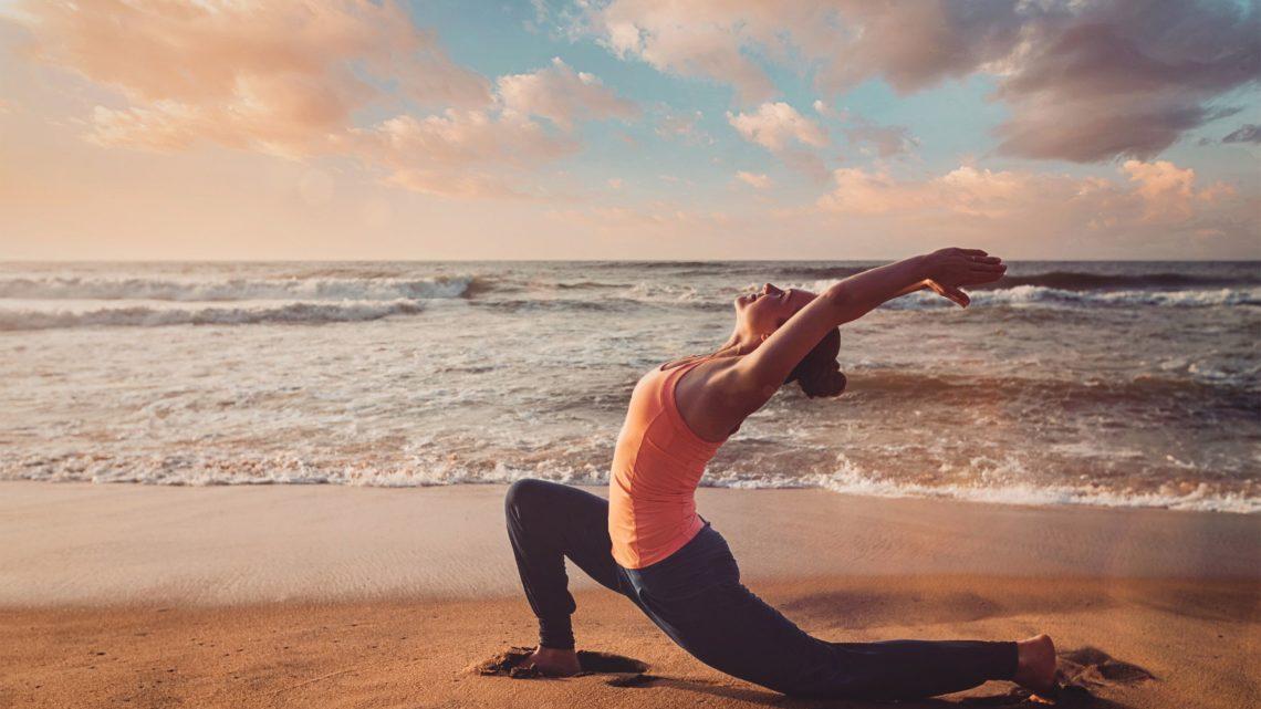 Yoga Reisen flashpack Sonne Meer Yoga worldofwellness