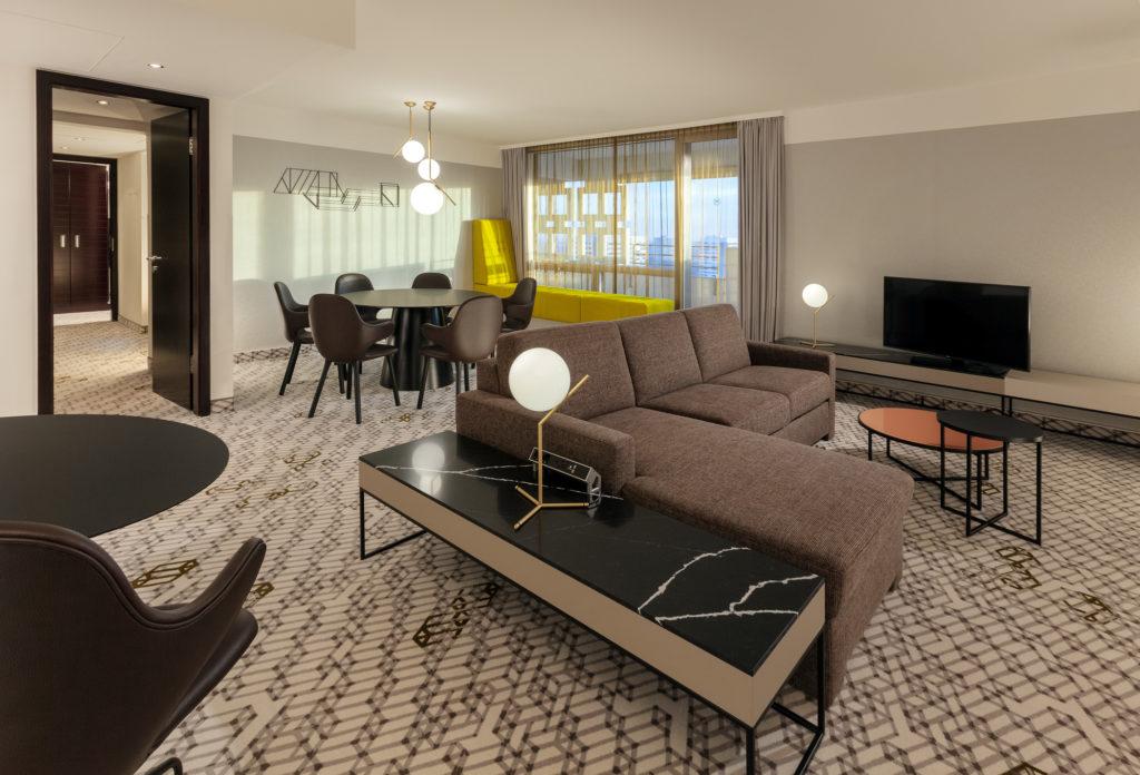 Sheraton München Arabellapark Hotel Zimmer Deluxe Suite worldofwellness