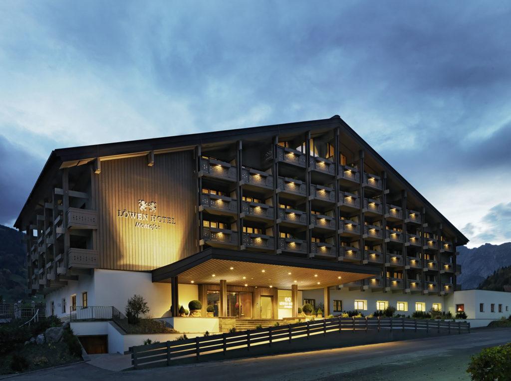 Löwen Hotel Alpen Aussenaufnahme worldofwellness