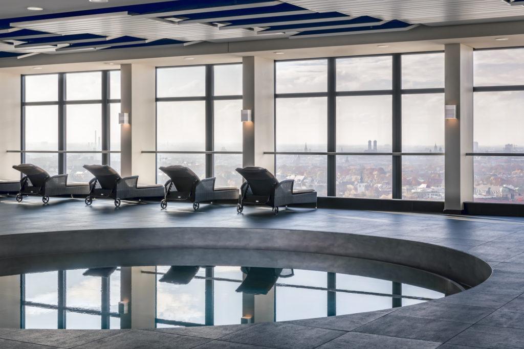Sheraton München Arabellapark Hotel Pool worldofwellness