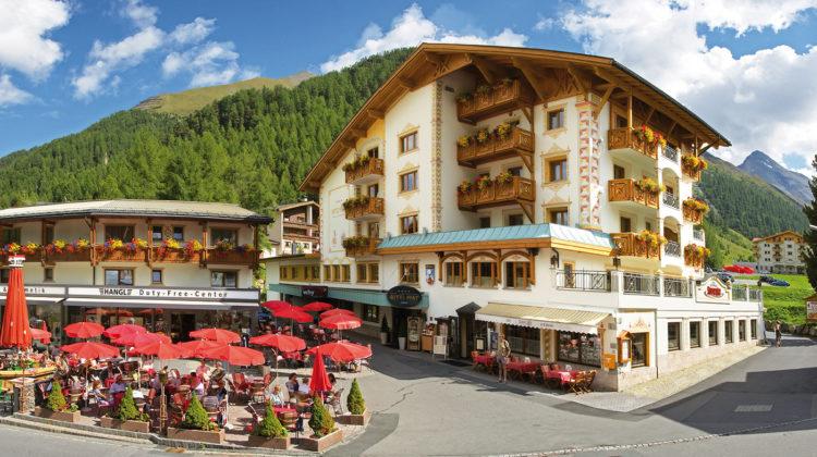 Hotel Post Sammaun Aussenansicht Sommer worldofwellness