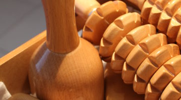 Maderotherapie AcuMax Cellulite Fettpolster Holzinstrumente Massage worldofwellness z