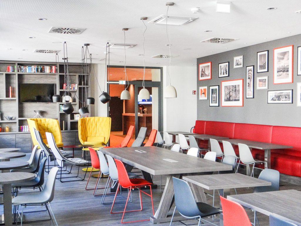 Kurztrip 7 Days Premium Hotels München Lobby worldofwellness