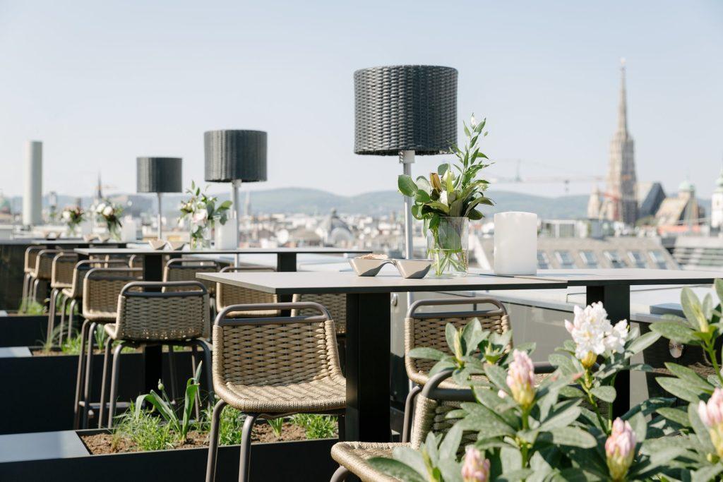 Luxus Rooftop-Bars weltweit The Ritz Carlton Vienna Marriott International worldofwellness