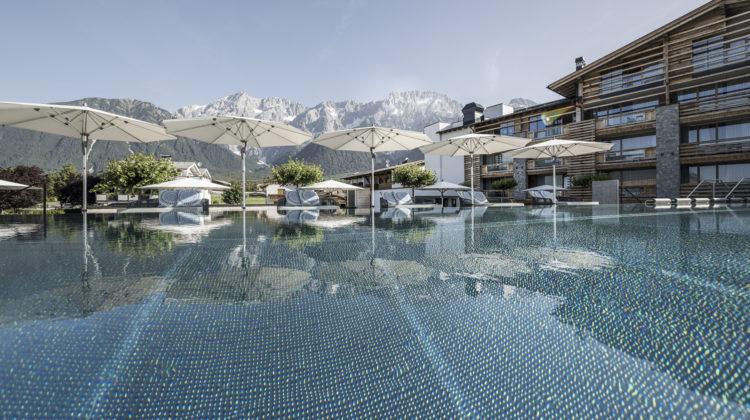 Alpenresort Schwarz Tirol Österreich Infinity Pool Outdoor worldofwellness