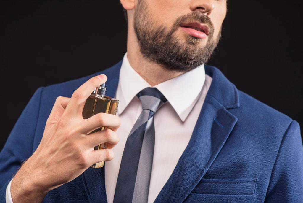 Herbstdüfte für Ihn Parfüm Mann Anzug maskulin 123RF worldofwellness