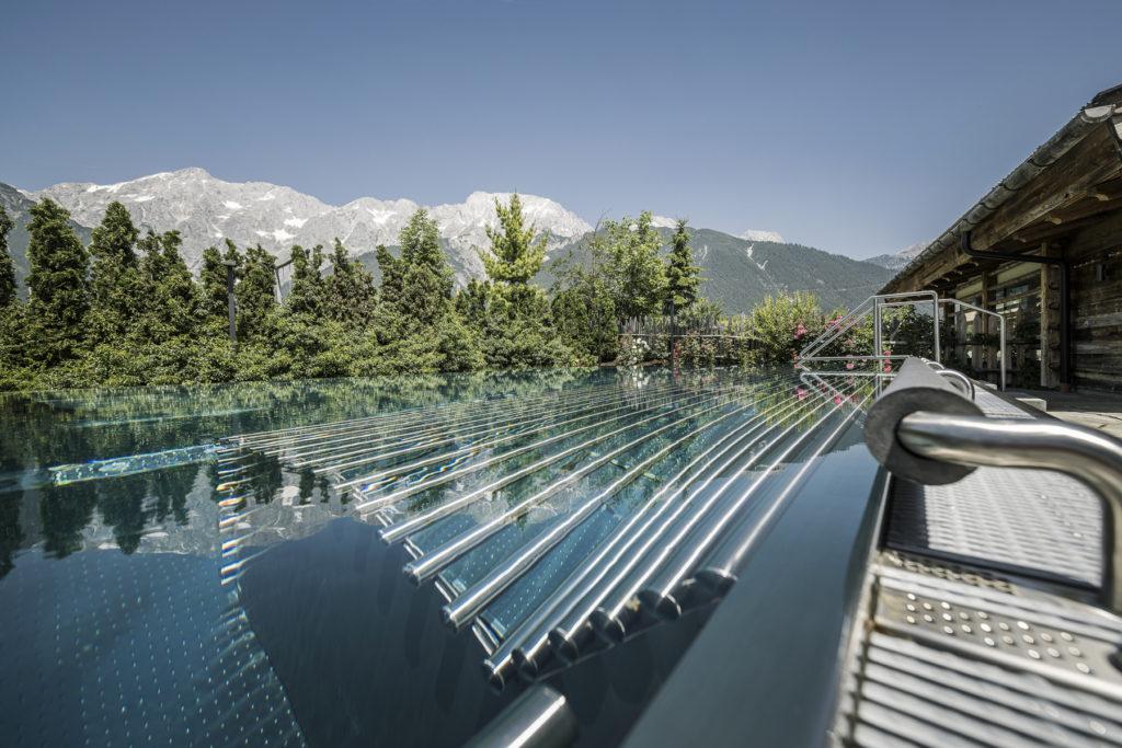 Alpenresort Schwarz Tirol Österreich Sauna Pool Outdoor worldofwellness
