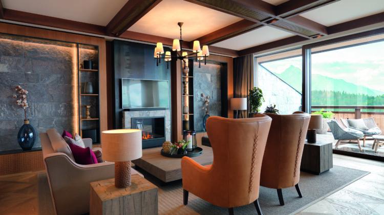 Interalpen Hotel Tyrol Österreich Wohnzimmer Panorama Suite Grand worldofwellness
