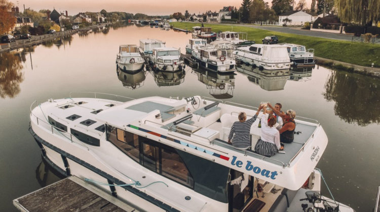 Le Boat Bord Nivernaus Loire worldofwellness
