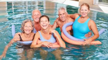 Aqua Fitness Gruppe Sport im Wasser 123RF worldofwellness